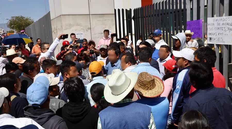 Suspenden sesión por protestas en el Congreso del Estado | El Imparcial de Oaxaca