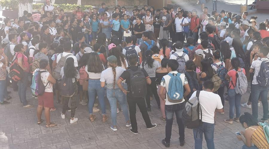 Instructores realizan marcha de vinculación en Pochutla | El Imparcial de Oaxaca