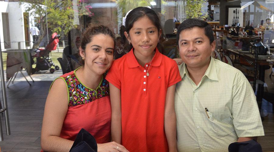 Jimena y Jaim, celebran con alegría recibir el sacramento