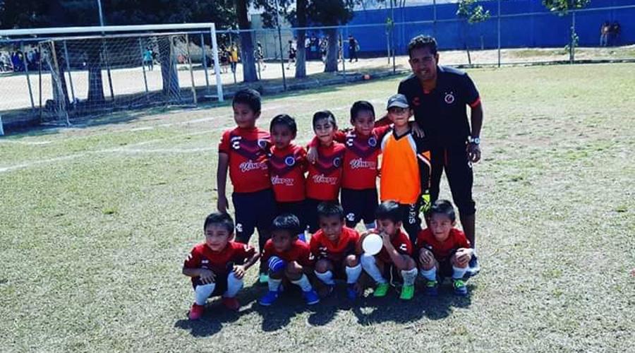 """Equipo EFTO Tiburones golean en categoría """"Hormigas"""" de la liga San José de Calasanz"""