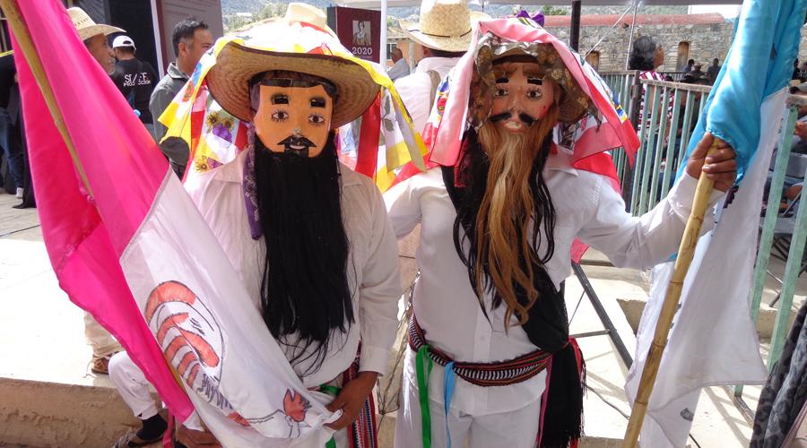 En Oaxaca se celebra con música de flauta y tambor el Carnaval Ixcateco