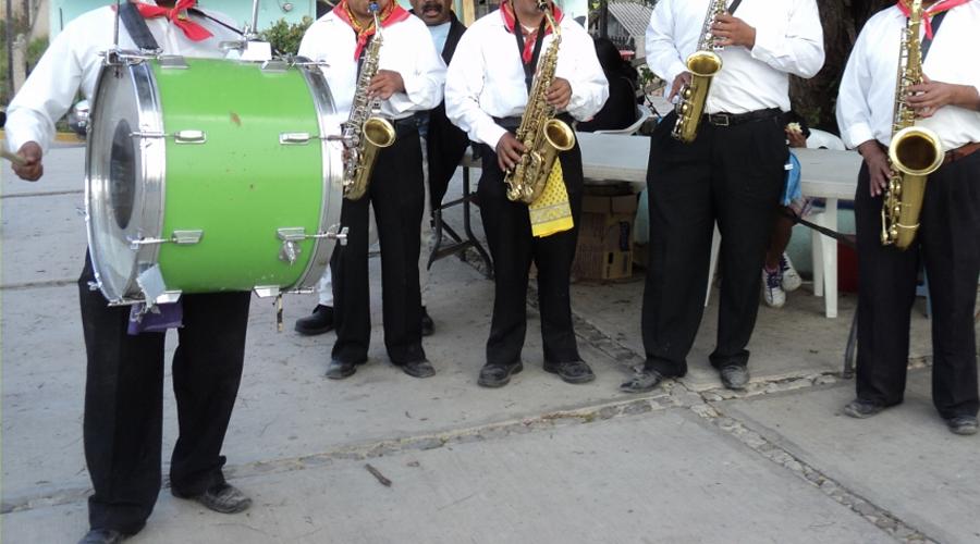 En la Mixteca mascareros terminan su fiesta antes de carnaval
