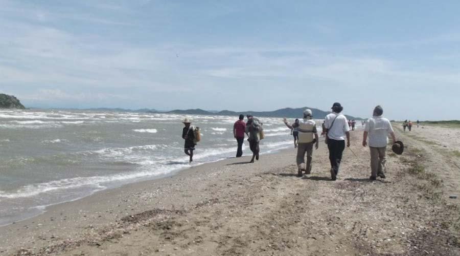 Naufragan embarcaciones con 6 pescadores en San Dionisio del Mar