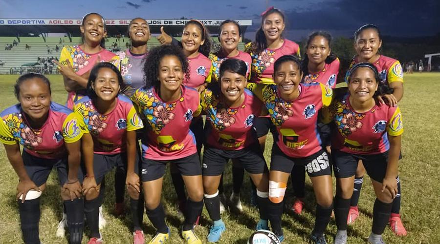 Macrosoccer manda en torneo de futbol femenil, en Bajos de Chila | El Imparcial de Oaxaca