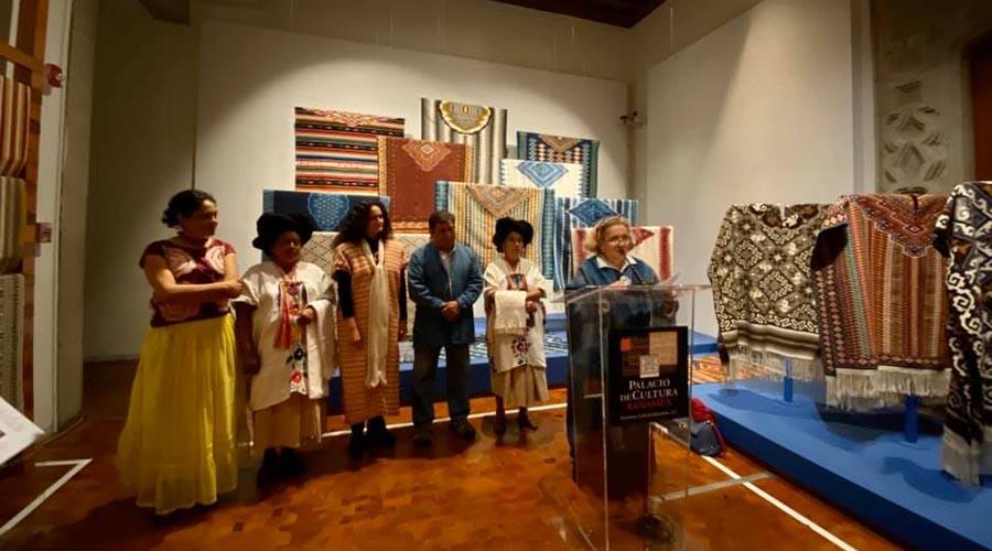 Reconocen arte textil de Remigio Mestas