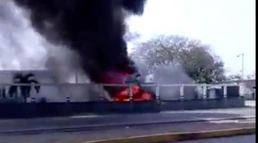 Autodefensas se enfrentan a  policías; queman patrulla | El Imparcial de Oaxaca