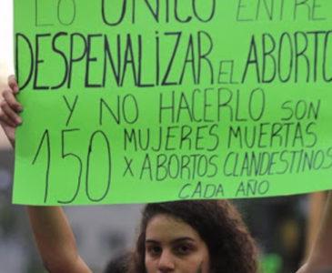 """Morena propone """"castigar"""" el aborto con trabajo comunitario"""