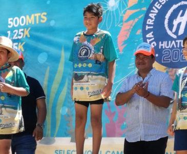 Equipo Albatros luce en Huatulco en el Maratón de Aguas Abiertas
