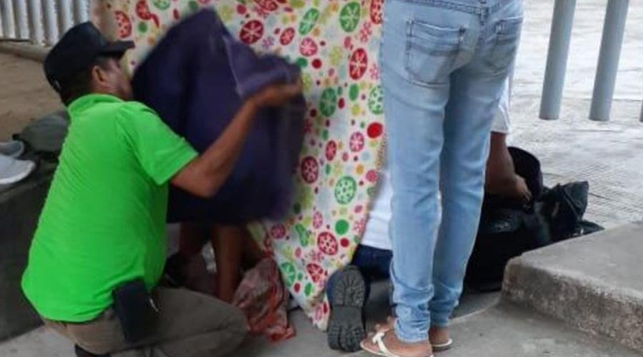 Mujer da a luz en la calle; centro de salud estaba cerrado | El Imparcial de Oaxaca