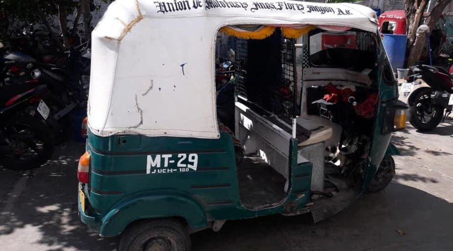 Mototaxista arrolla a niño en su bicicleta en Juchitán