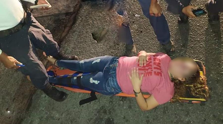 Mujer es lanzada desde un vehículo en movimiento en la carretera costera | El Imparcial de Oaxaca
