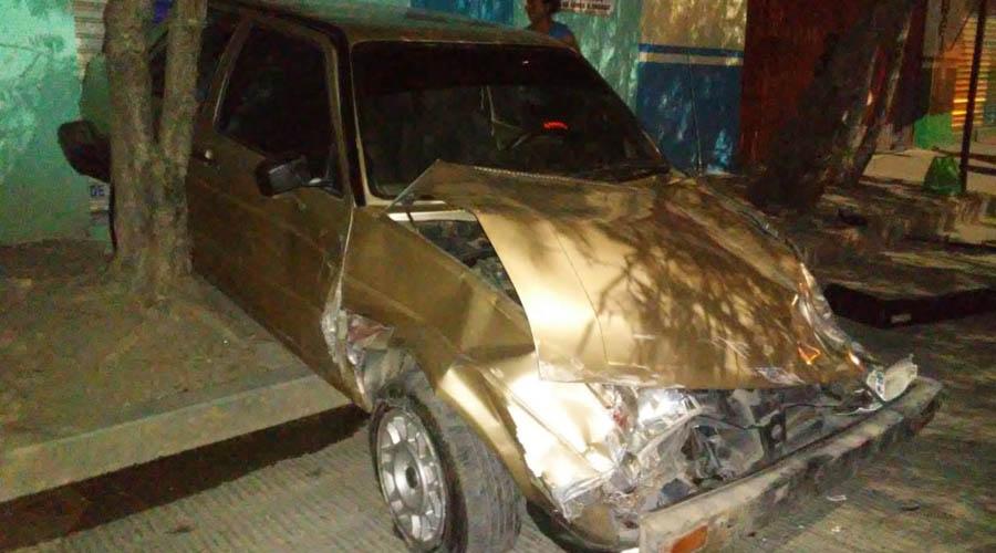 Conductor estampa su  vehículo contra un local en Huajuapam | El Imparcial de Oaxaca