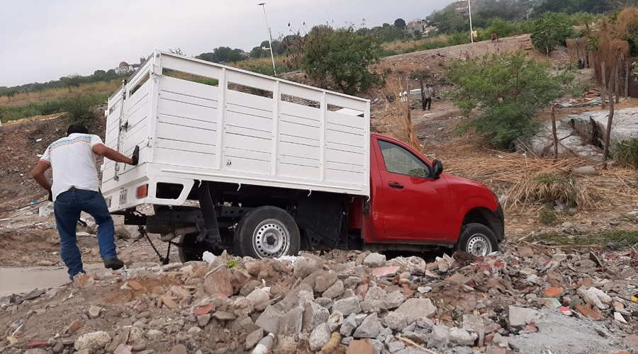 Conductor de camioneta se sale del camino en Tehuantepec, Oaxaca | El Imparcial de Oaxaca