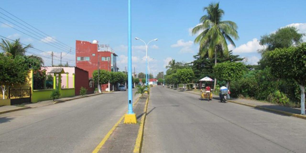 Rehabilitan los espacios deportivos del muro bulevar en Tuxtepec, Oaxaca