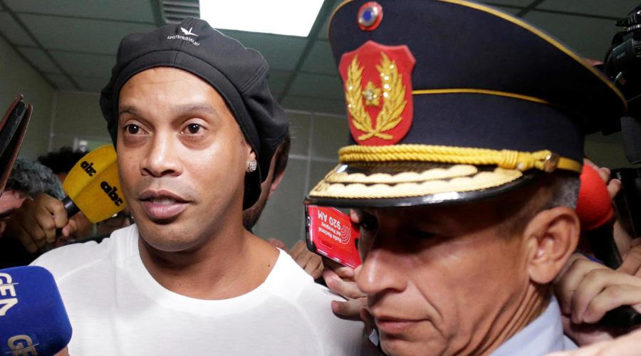 Tras pasar la noche en prisión, Ronaldinho comparece ante autoridades de Paraguay | El Imparcial de Oaxaca