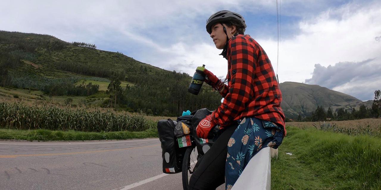 La ciclista oaxaqueña, Cris Lares, retrasa su recorrido por Sudamérica por Coronavirus y lesión | El Imparcial de Oaxaca