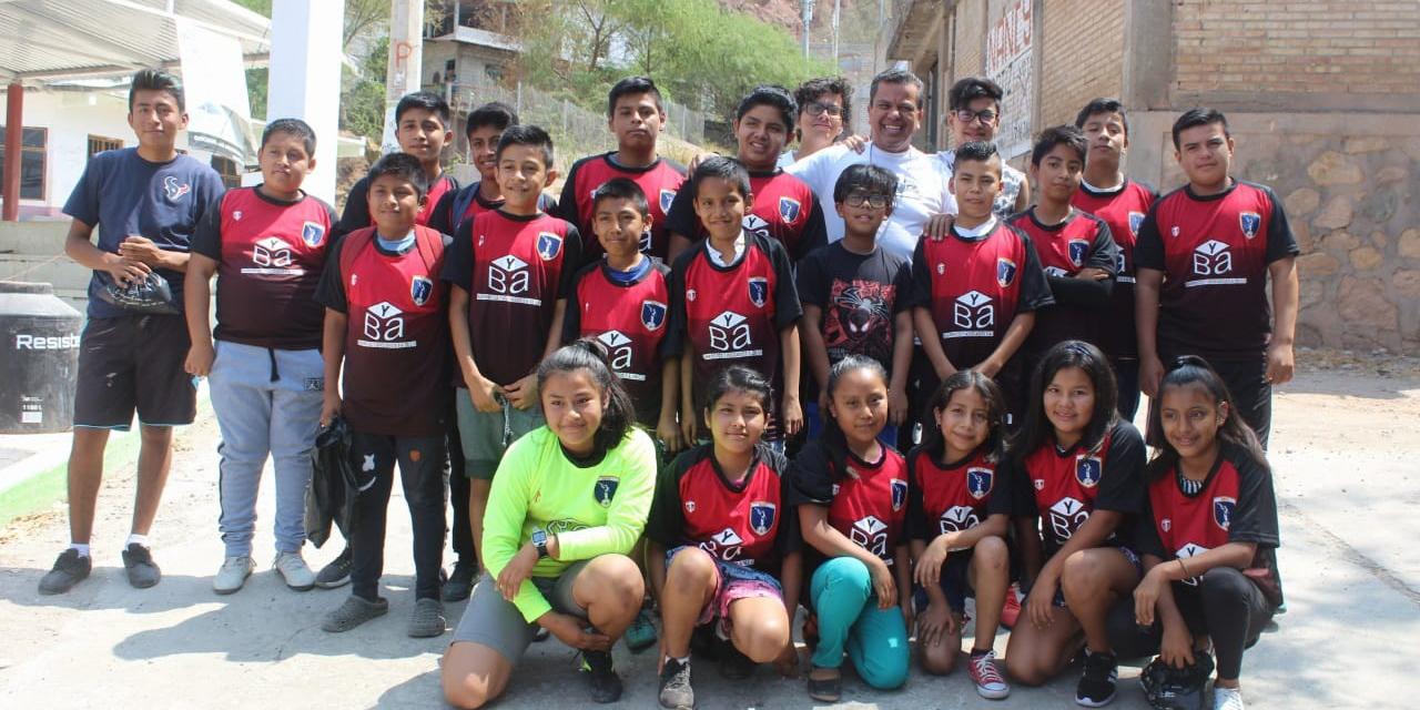 Entregan uniformes deportivos a niñas y niños de Cuicatlán   El Imparcial de Oaxaca