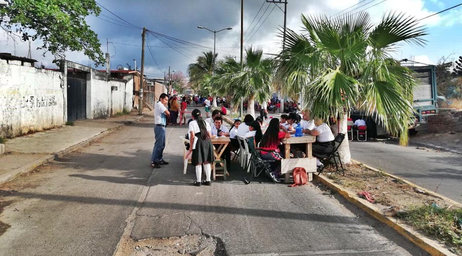 En el Istmo, niños reciben clases en la calles