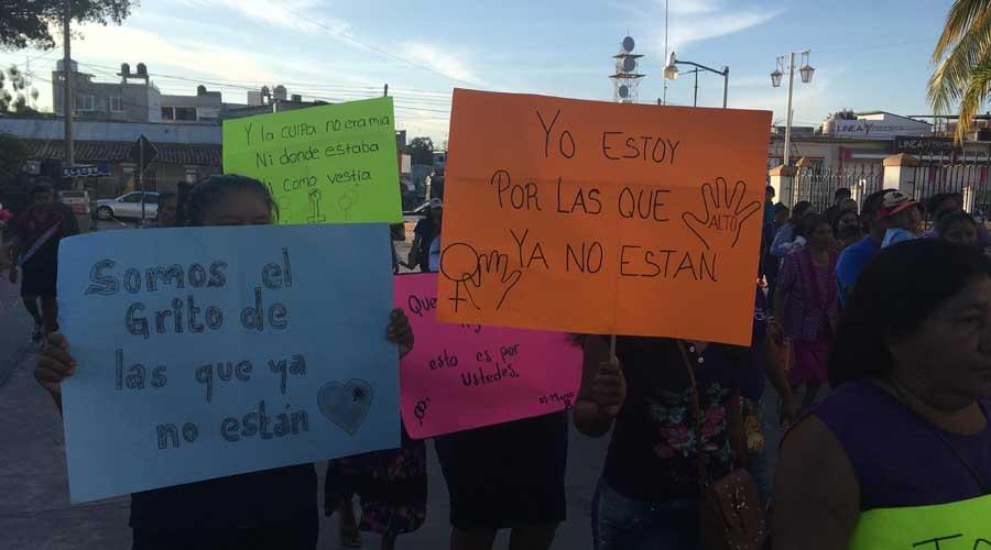 En la Costa, marchan contra los feminicidios en Oaxaca