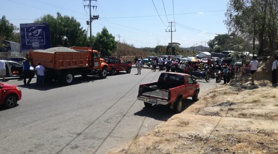 Exigen a SEMOVI desactivar bloqueo en la Costa de Oaxaca | El Imparcial de Oaxaca