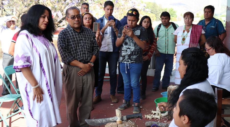 Entre mujeres,  muestra sobre la  talla de madera | El Imparcial de Oaxaca