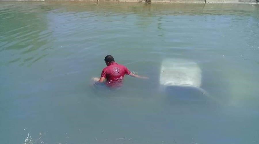 Abandona su vehículo tras caer a un canal | El Imparcial de Oaxaca