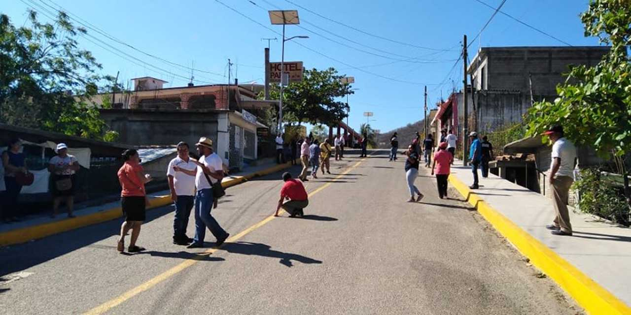 Permanece tomado el municipio de Santiago Astata, Oaxaca