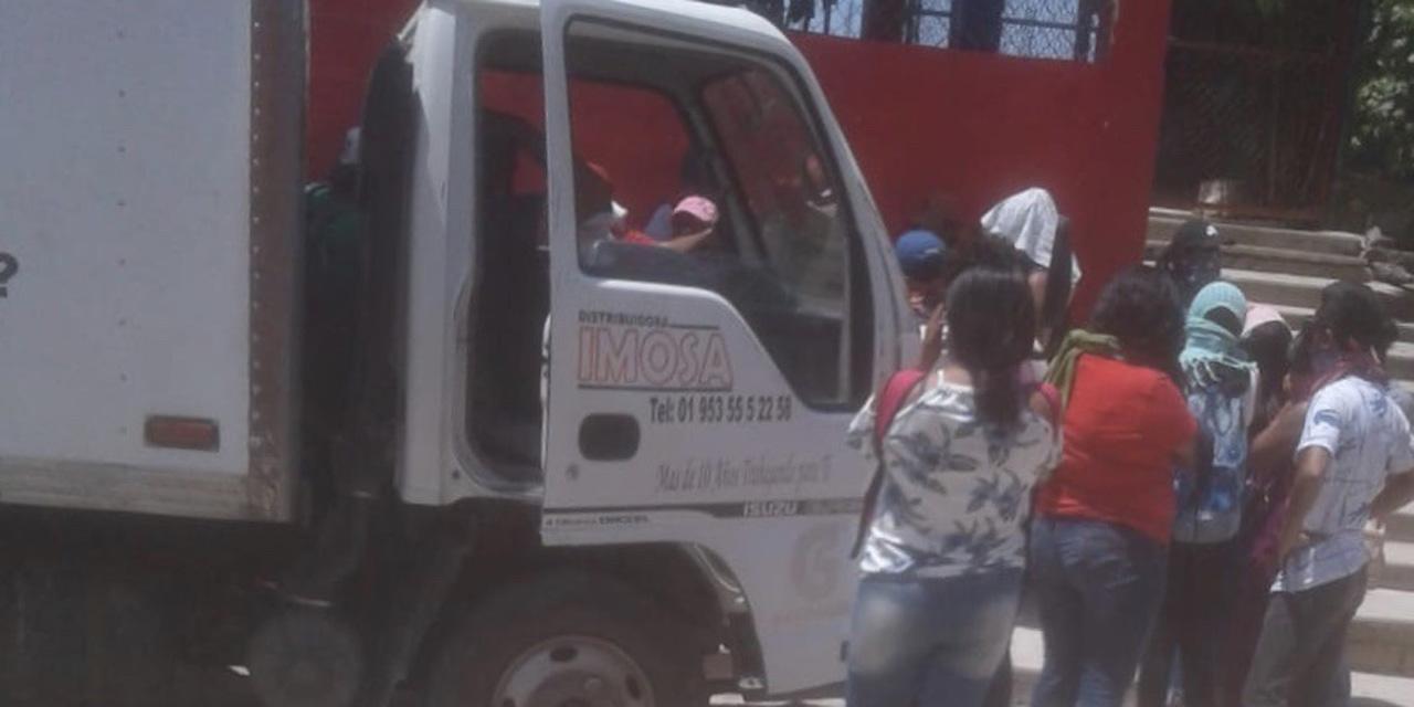Normalistas de Cacahuatepec saquean camiones comerciales | El Imparcial de Oaxaca
