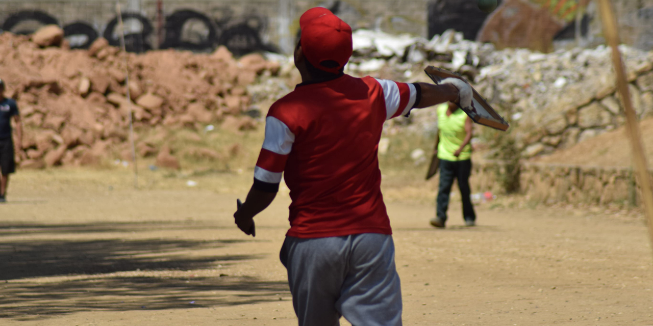 Pelota Mixteca juega en la UABJO a pesar de contingencia