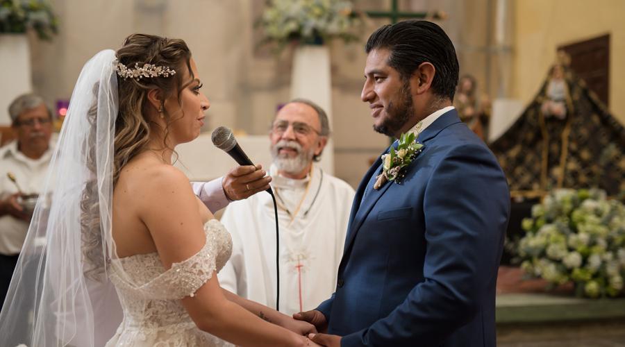 Ximena y  Edilberto Jesús bendijeron su amor con un bonito acto religioso
