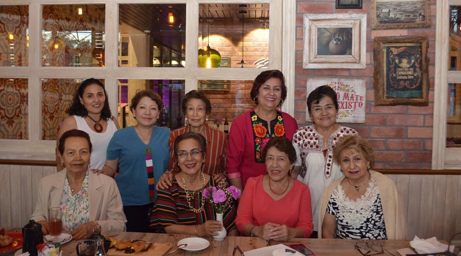 Yolanda Lira celebró su cumpleaños con amigas