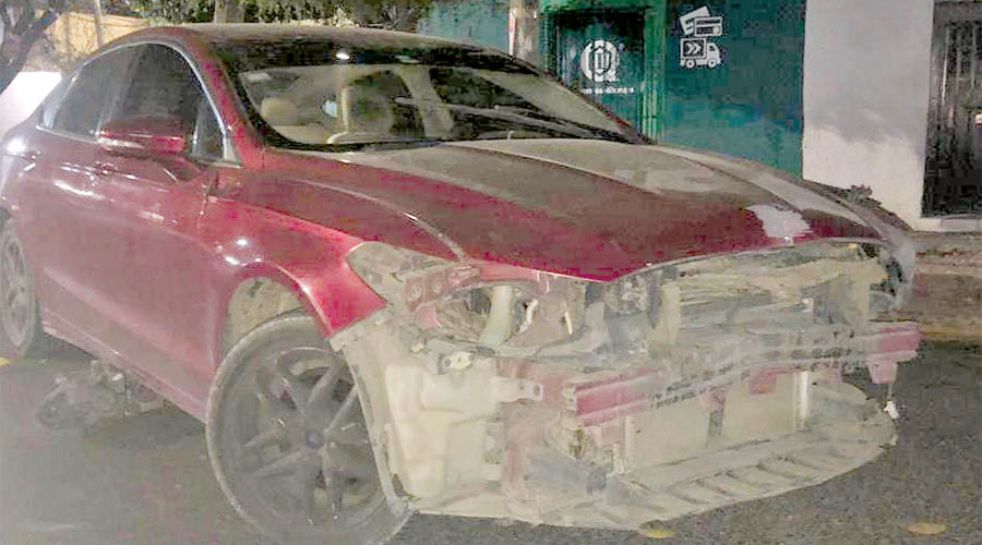 Ebrio choca y deja abandonado el auto en la colonia Reforma | El Imparcial de Oaxaca