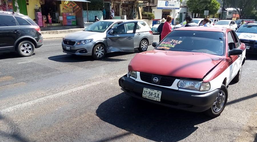 Aparatoso choque en Ixcotel | El Imparcial de Oaxaca