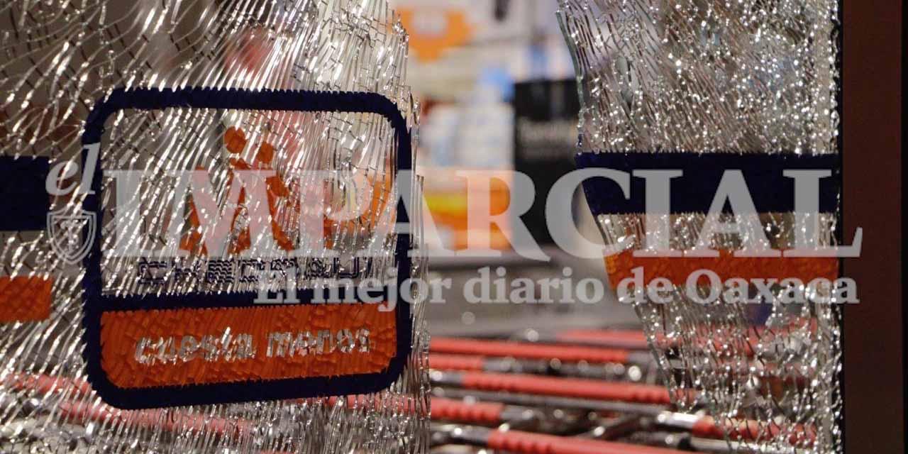 En plena cuarentena, encapuchados saquean Chedrahui de Santa Cruz Xoxocotlán, Oaxaca