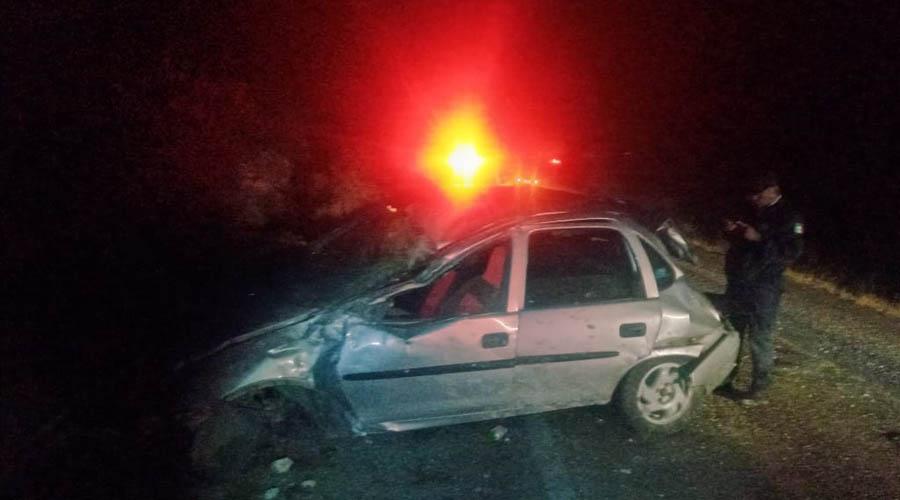Estrella su automóvil contra el cerro | El Imparcial de Oaxaca