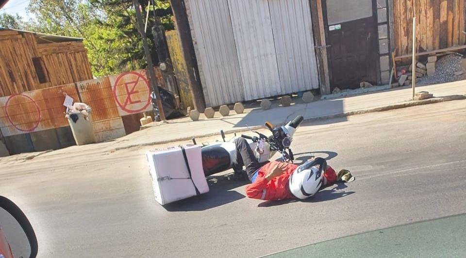 Veloz motociclista, pierde el control y derrapa | El Imparcial de Oaxaca