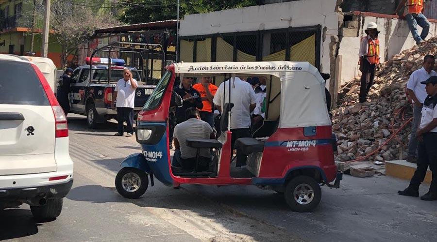 Vuelca mototaxi, la unidad  cae sobre su conductor | El Imparcial de Oaxaca