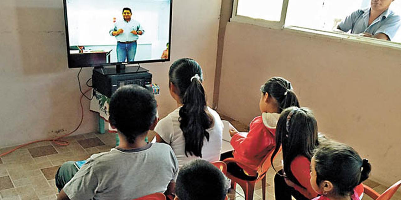 Invita S-59 a continuar clases por Tv abierta durante contingencia