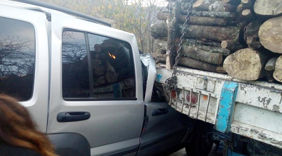 Se estrella contra camión maderero   El Imparcial de Oaxaca