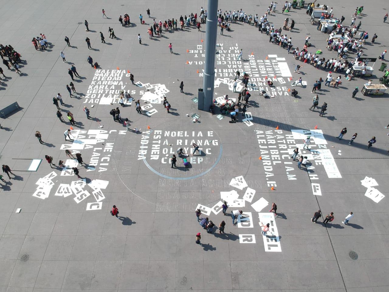 Mujeres escriben en el zócalo de la CDMX nombres de víctimas de feminicidio | El Imparcial de Oaxaca