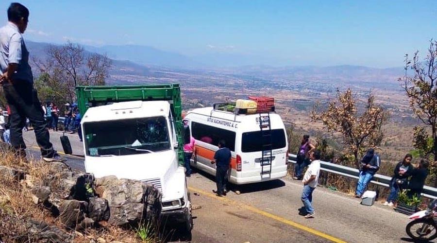 Chocan camión y unidad de pasaje | El Imparcial de Oaxaca