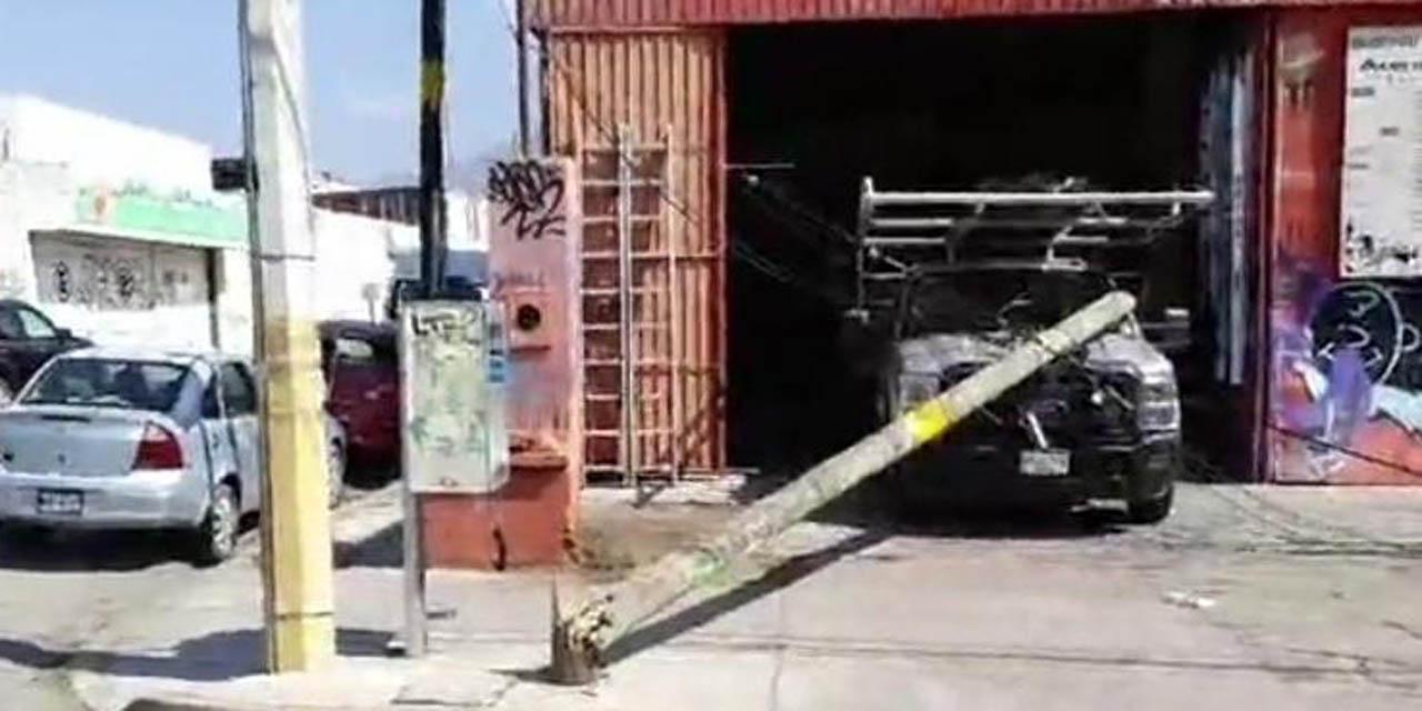 Cae poste sobre camioneta en la Reforma | El Imparcial de Oaxaca