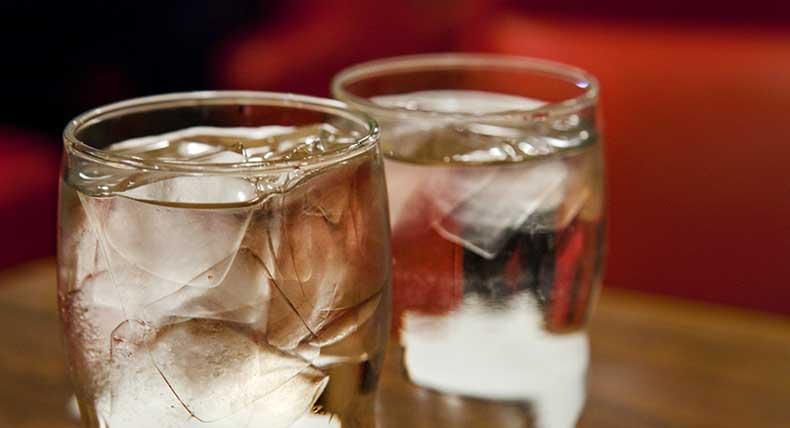 Por regalar un vaso de agua despiden a mesero, en Puebla | El Imparcial de Oaxaca