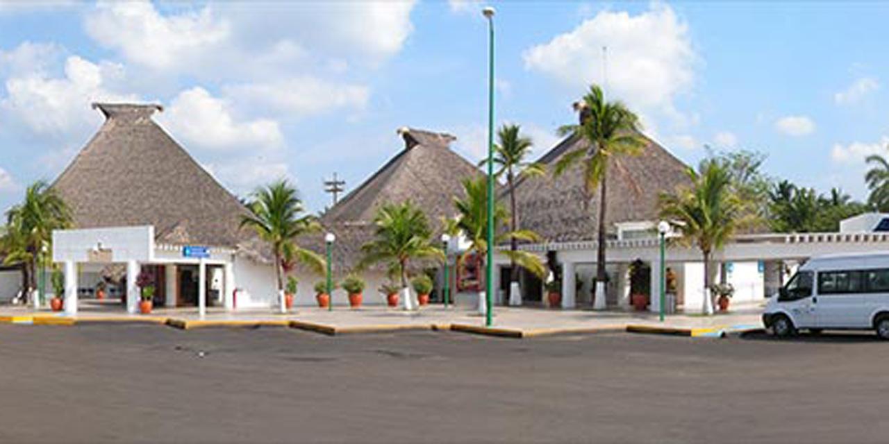 Solo llega un vuelo comercial a Huatulco durante contingencia | El Imparcial de Oaxaca