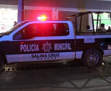 Policía se lesiona tras forcejeo con detenido