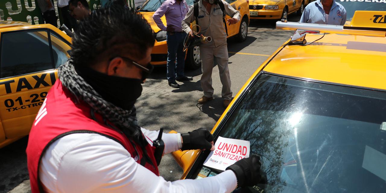 Sanitizan taxis en Oaxaca por Covid-19
