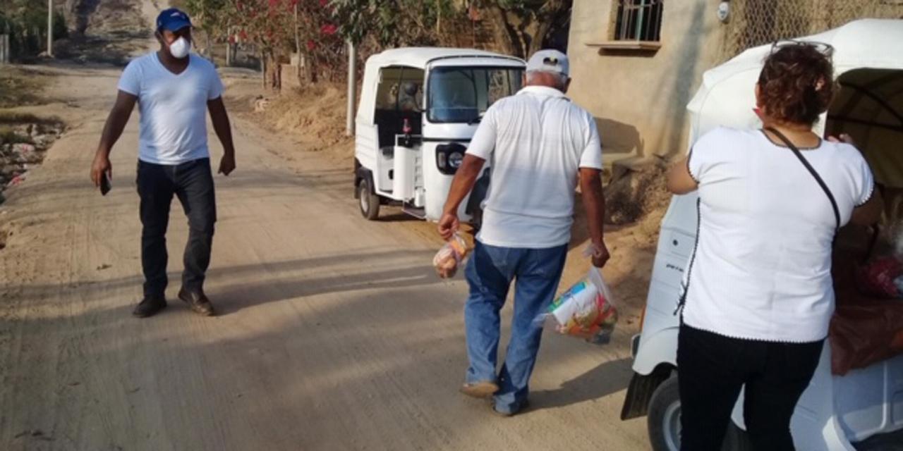 Grupo de Mototaxistas de Pinotepa Nacional entregan despensas | El Imparcial de Oaxaca