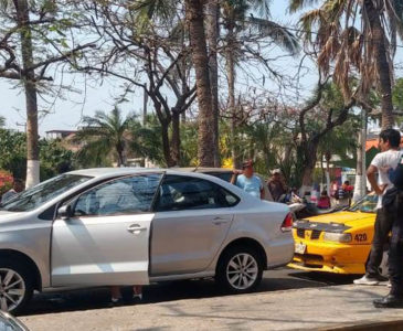 Taxista provoca accidente en Salina Cruz por imprudencia