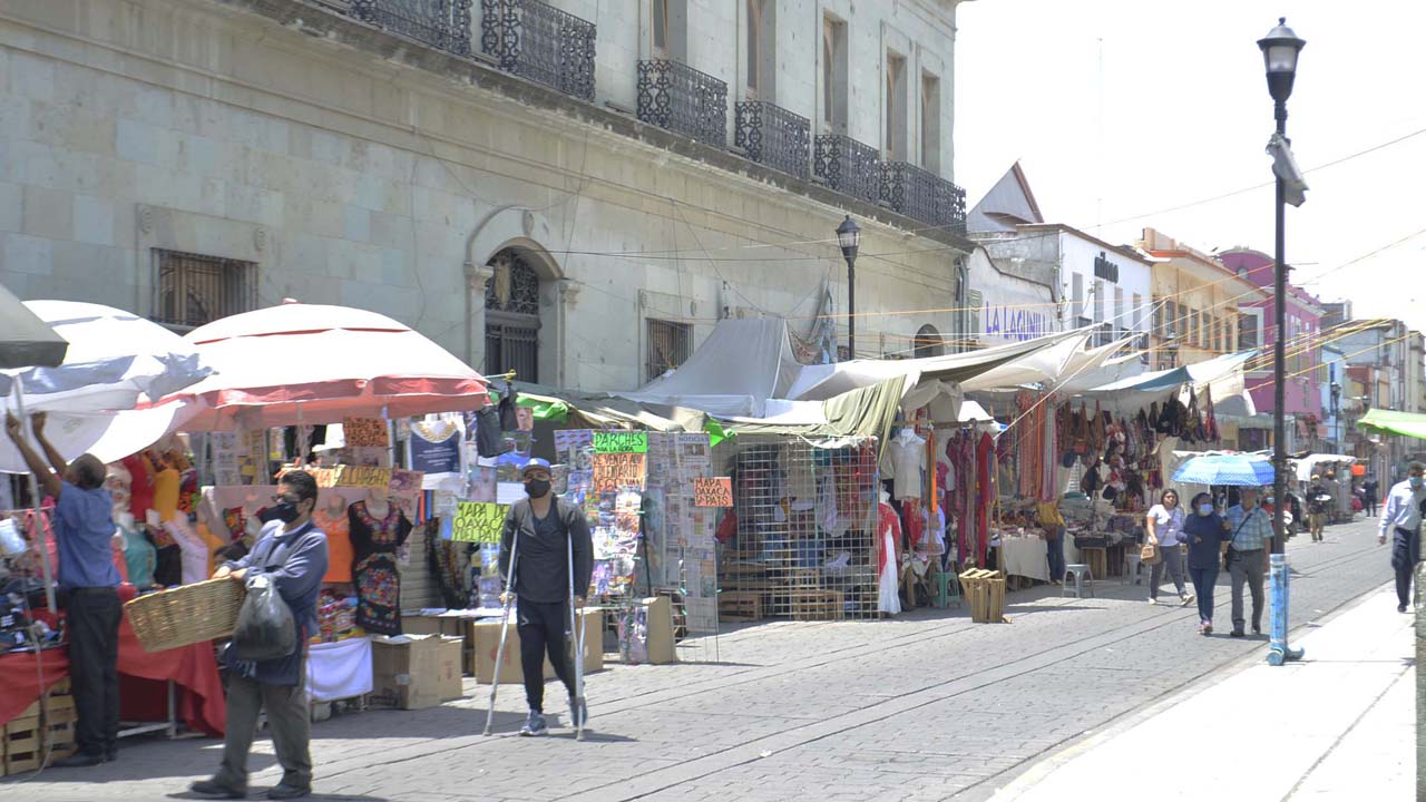 'Convive' cerco sanitario con ambulantes en zócalo de Oaxaca | El Imparcial de Oaxaca