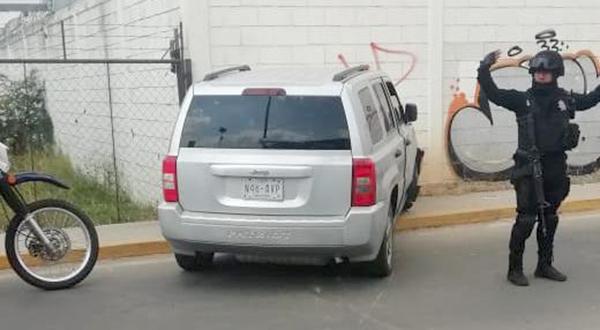 Estampan camioneta contra barda en Xoxo | El Imparcial de Oaxaca